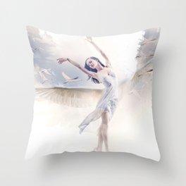 Le majestueux ballet Throw Pillow