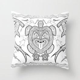Nga mea o te moana (Creatures of the sea) Throw Pillow