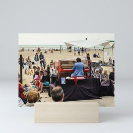 le piano sur la plage Mini Art Print