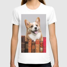Little Dog behind books - Writer & Journalist T-shirt