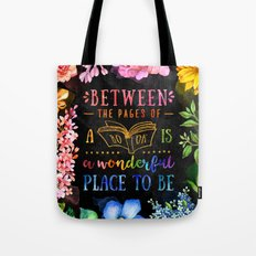 Between the pages - black Tote Bag