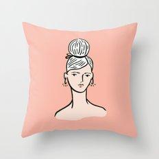 fille portant cheveux Throw Pillow