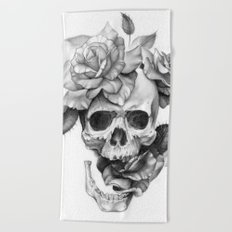 Black and white Skull and Roses Beach Towel