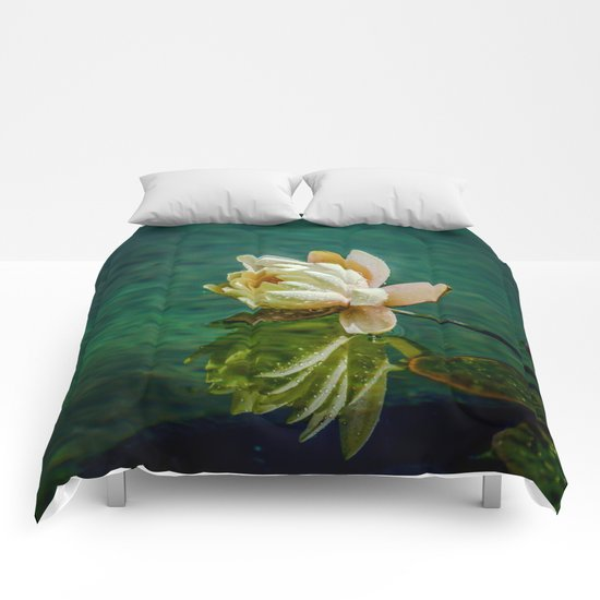 Water Lily after rain Comforters