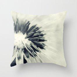 Pusteblume Throw Pillow