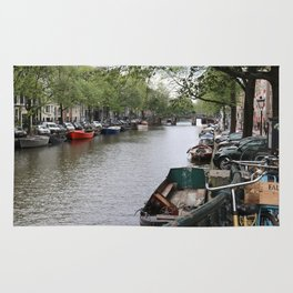 canal in the city Rug