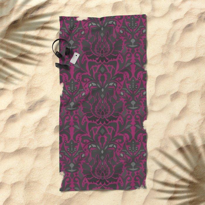 Aya damask fuchsia Beach Towel