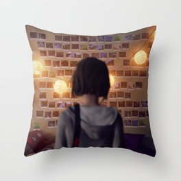 Life Is Strange 10 Throw Pillow