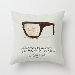 Salvador Allende Lente - TrincheraCreativ Throw Pillow