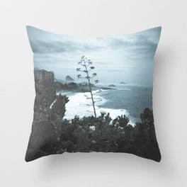 Arpoador Cold day Throw Pillow