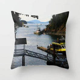 Harbour at Butchart´s Garden Throw Pillow