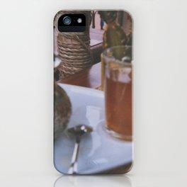 Un thé à la menthe? iPhone Case