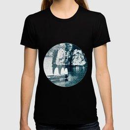 Bai Tho Junks Halong Bay Vietnam T-shirt