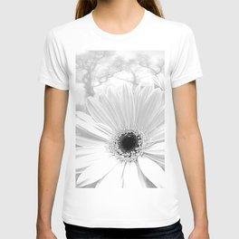 Winter White Gerbera Daisy A199 T-shirt