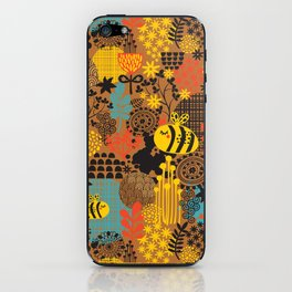 The bee. iPhone Skin