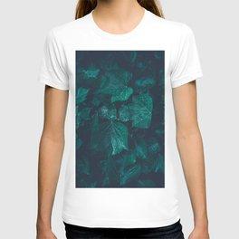 Dark emerald green ivy leaves water drops T-shirt