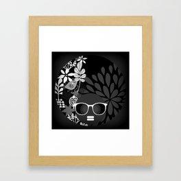 Afro Diva : Sophisticated Lady Black & White Gerahmter Kunstdruck