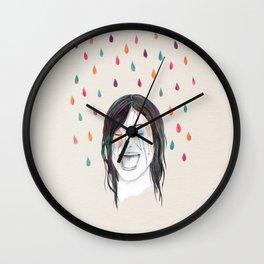 Les filles rient sous la pluie Wall Clock