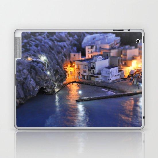 Pick a light Laptop & iPad Skin