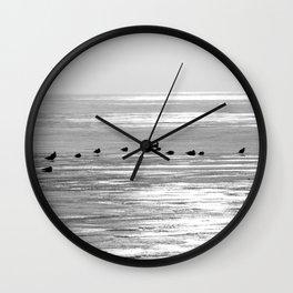 Espera para la primavera Wall Clock