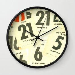 CLOSEUPS - Calendar Sheets Wall Clock