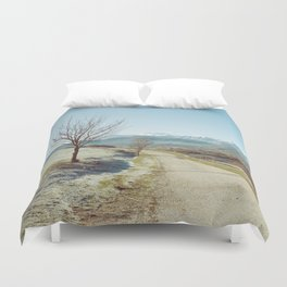 Mountains in the background Duvet Cover