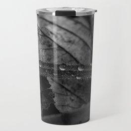 Black and white raindrops on grass Travel Mug