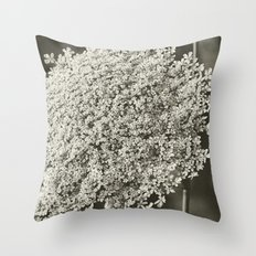 Queen Anne's Lace, Noir Throw Pillow