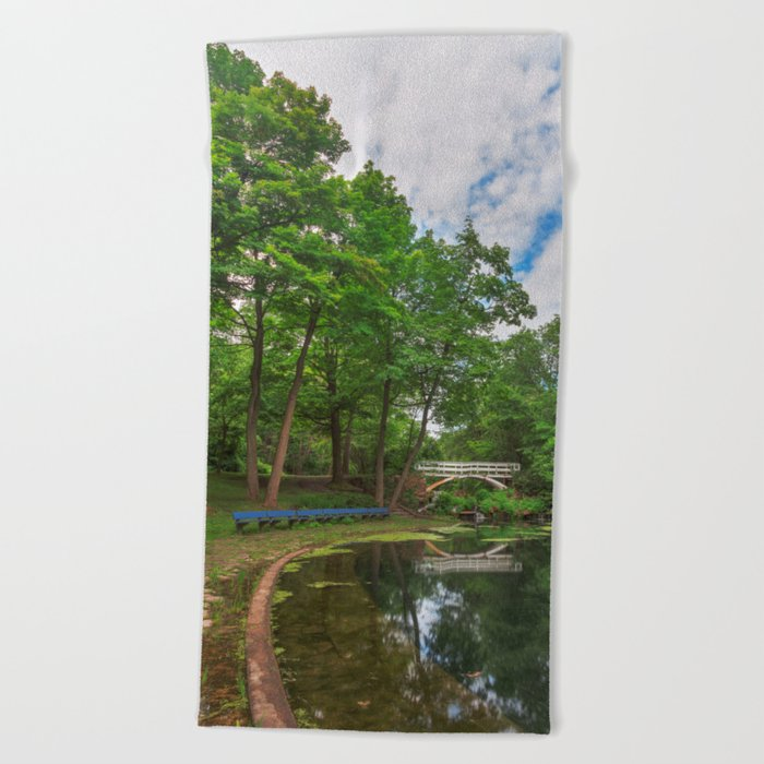 Jean-Drapeau Arch Pond Beach Towel