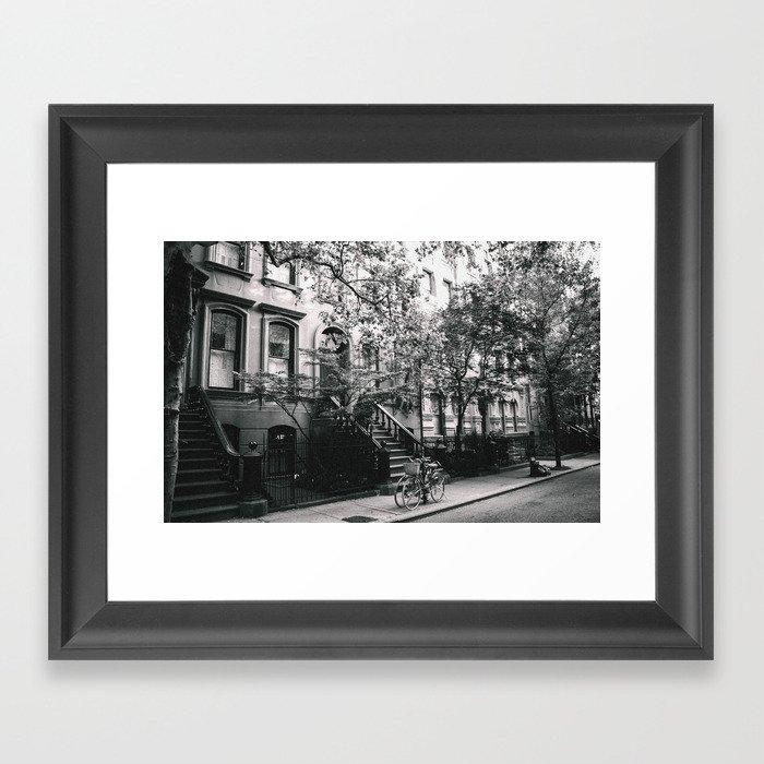 New York City - West Village Street and Bicycles Gerahmter Kunstdruck