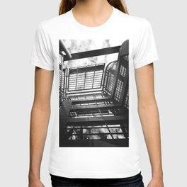 Uno sguardo verso il cielo T-shirt