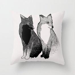 Líška Throw Pillow