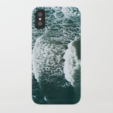 Wavy Waves on a stormy day iPhone X Slim Case