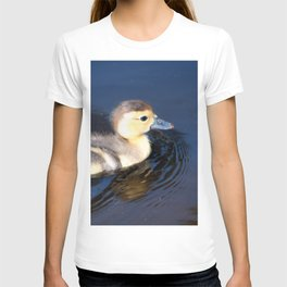 Cute Duckling Swimming in a Pond T-shirt