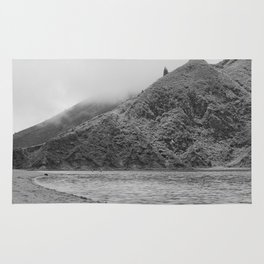 Lake Black and white Rug