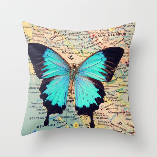 Flying home! Throw Pillow