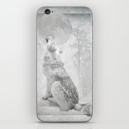 Wolf howl at the Moon iPhone Skin