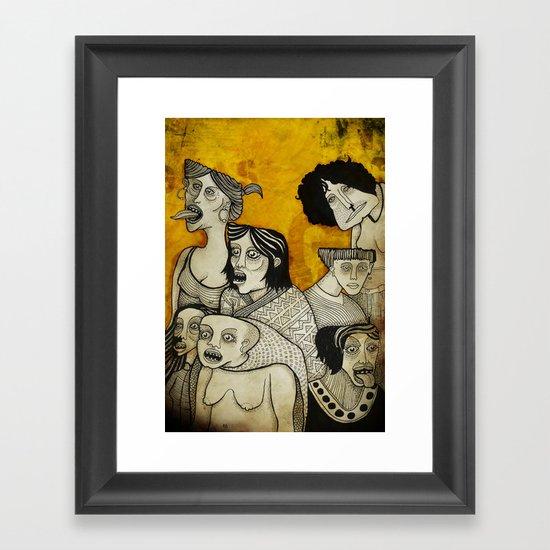 Brujas cara de pizza Framed Art Print