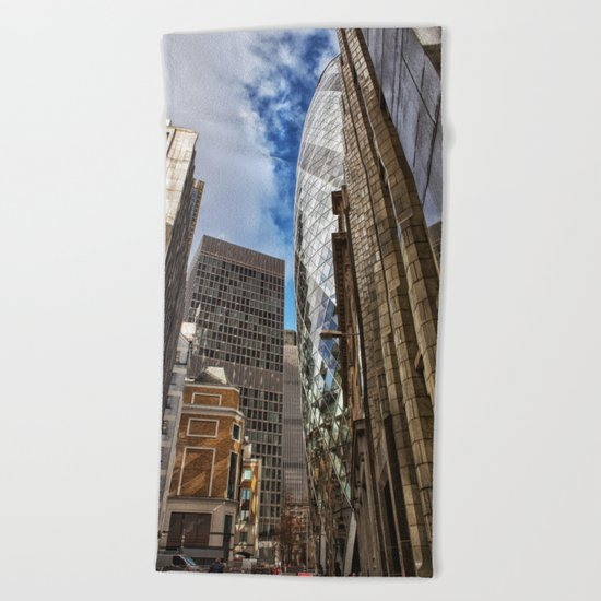 London street Beach Towel