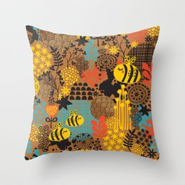 The bee. Throw Pillow