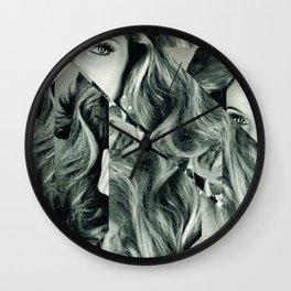 Frau Dreiecke 4 Wall Clock