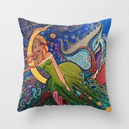 La charmeuse au clair de lune Throw Pillow