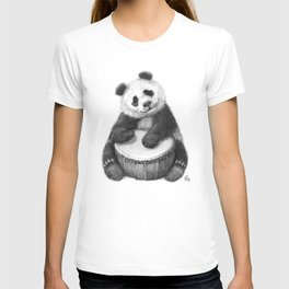 Panda playing percussion G140 T-shirt