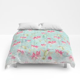 Vintage Watercolor hummingbird and Fuchsia Flowers on mint Background Comforters