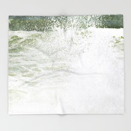 Playful wave Throw Blanket