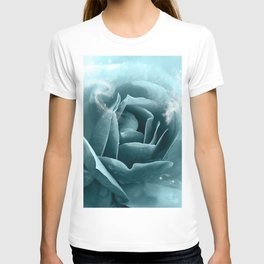 Beautiful blue roses T-shirt