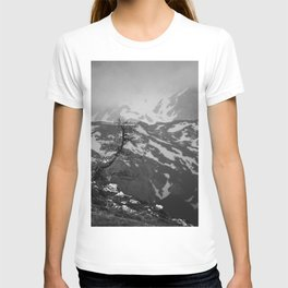 Lonely tree with stunning view on mountains T-shirt