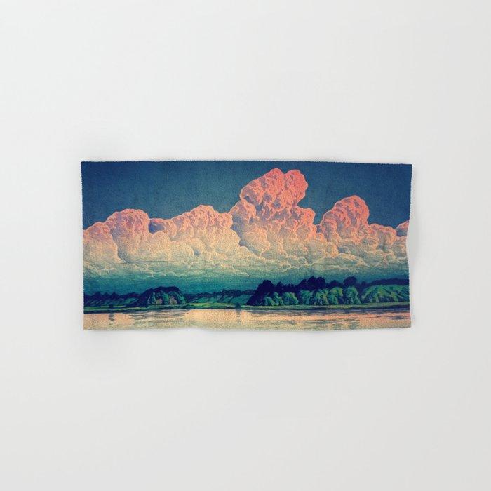 Admiring the Clouds in Kono Hand & Bath Towel