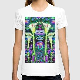 ARTY ART NOUVEAU CALLA LILIES DESIGN T-shirt