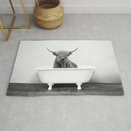Highland Cow in a Vintage Bathtub (bw) Rug